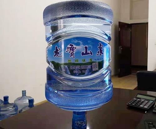 桶装山泉水